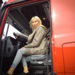 «Никакой романтики тут нет». TUT.by cъездили в рейс с первой «официальной» дальнобойщицей в Беларуси, нашей сотрудницей, Сашей Хурсан